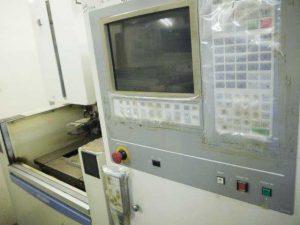 大阪府大東市の金属金型部品製作の日本プレス金型は金型設計や少量多品種の加工の日本プレス金型の保有設備情報のワイヤーカット放電加工機の三菱のFX10K