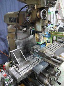 大阪府大東市の金属金型部品製作の日本プレス金型は金型設計や少量多品種の加工の日本プレス金型の保有設備情報のターレットフライス盤のカントのKR-N-17